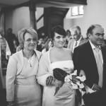 arrivée de la mariée aux bras de son papa et sa maman