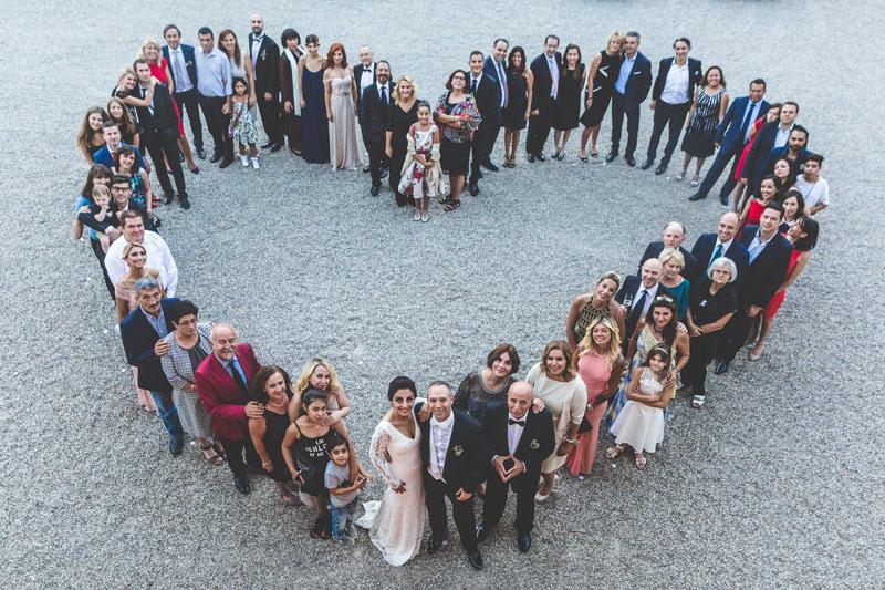 photo-de-groupe-originale-lors-dun-mariage