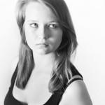 photo d'une jeune femme en studio