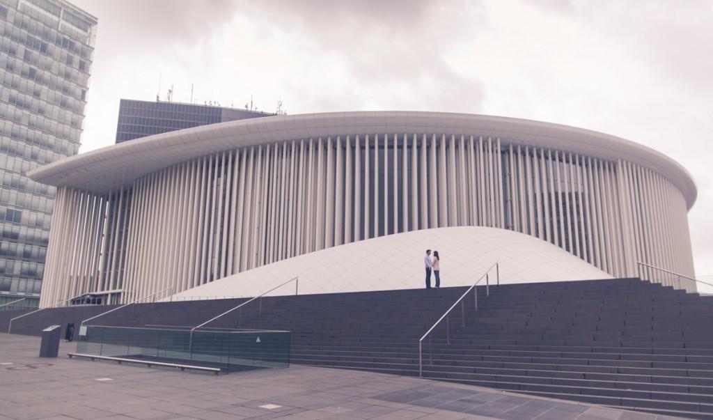 couple devant le l'opéra du luxembourg