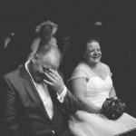 fou rire des mariés pendant la cérémonie
