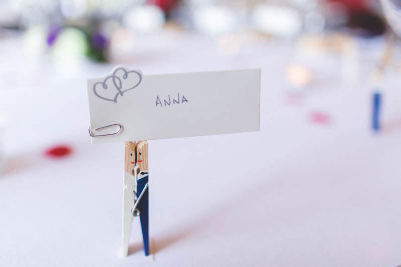 décoration de table dans la salle de réception
