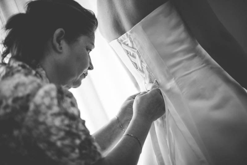 la fermeture de la robe immortalisée par le photographe