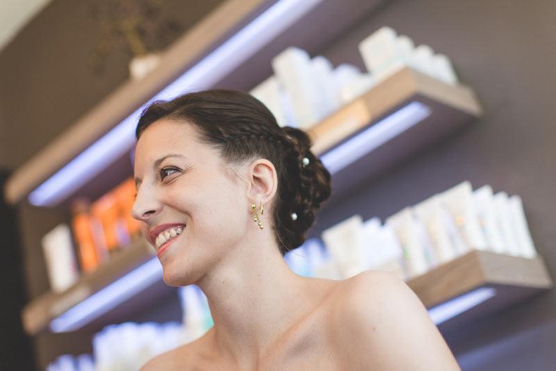la mariée satisfaite de son maquillage