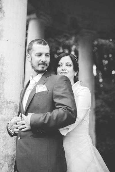 photo de couple en noir et blanc saisie au luxembourg
