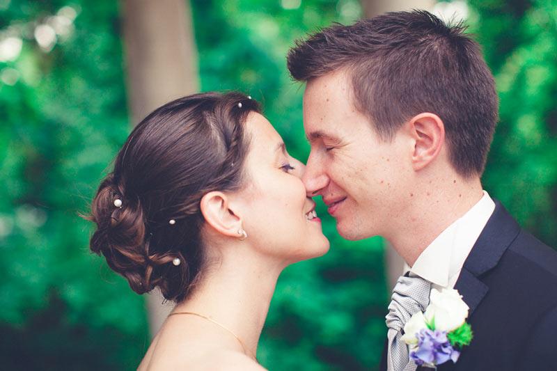 portrait des mariés pendant les photos de couple
