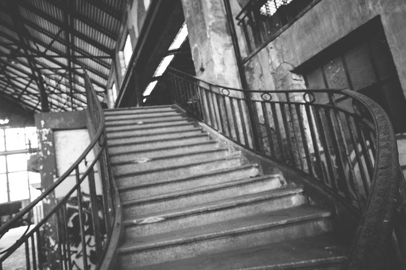 L'escalier à l'ancienne menant à la table de contrôle en lorraine