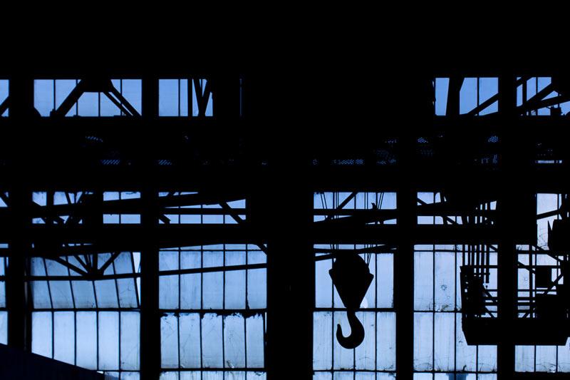 contre-jour à l'intérieur de l'usine