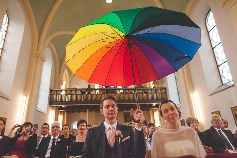 moment humoristique pendant la ceremonie religieuse du mariage