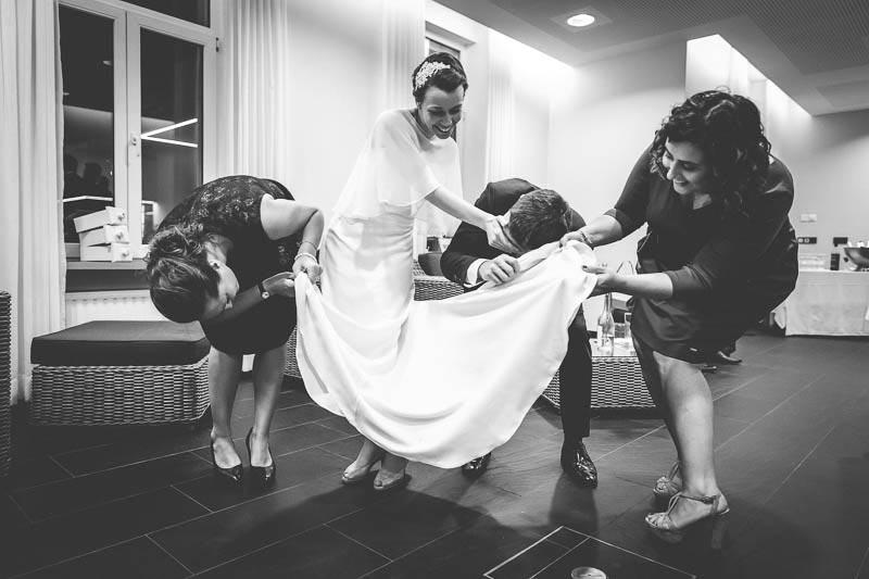 photo de groupe originale lors d-un mariage a mondorf-les-bains