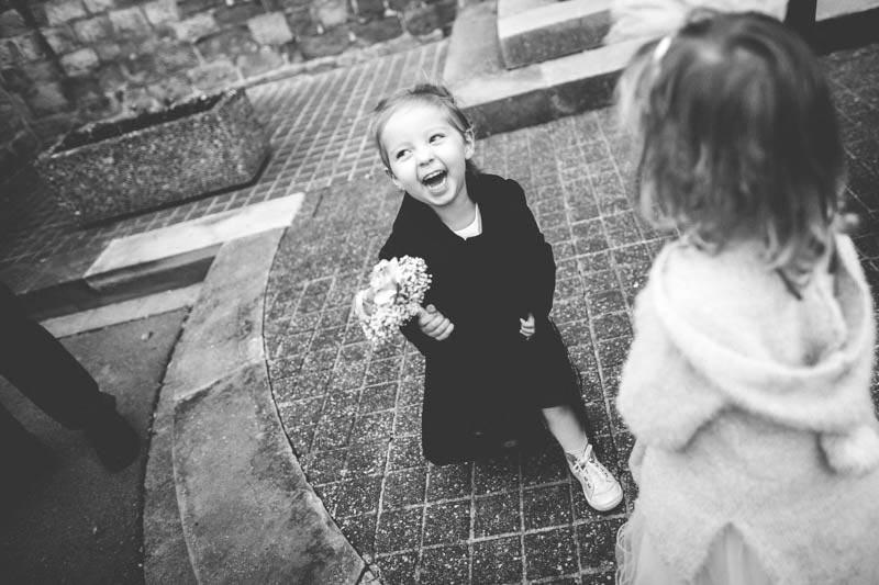 sourire d'une petite fille capte par le photographe