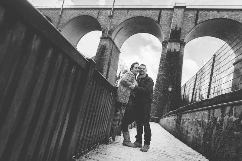 belle perspective du photographe pour cette photo de fiancailles au luxembourg