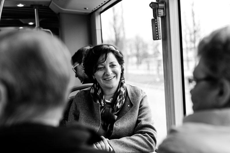 la mariée à bord du bus en direction de la mairie
