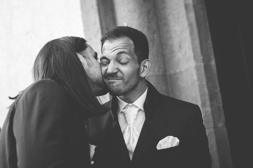 photo rigolote du marié qui grimace
