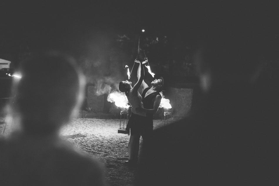 spectacle pyrotechnique lors d'un mariage au château des sept fontaines