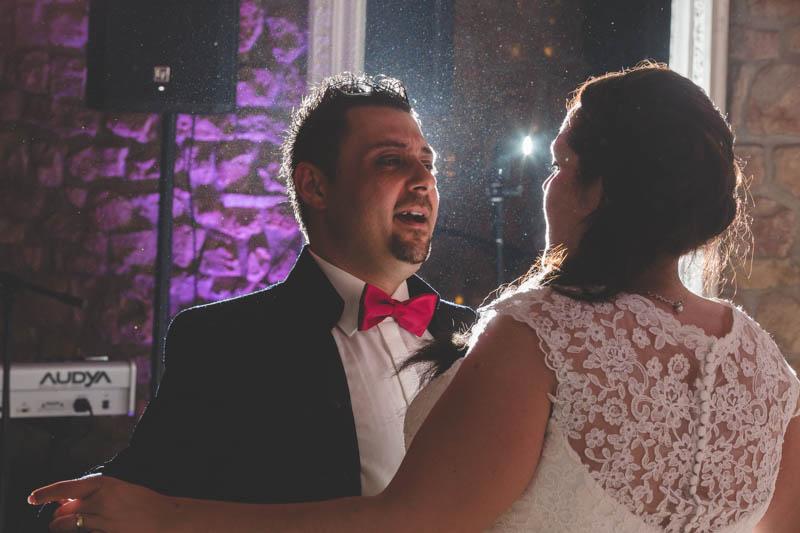 les mariés au moulin d'altwies pendant la soirée du mariage