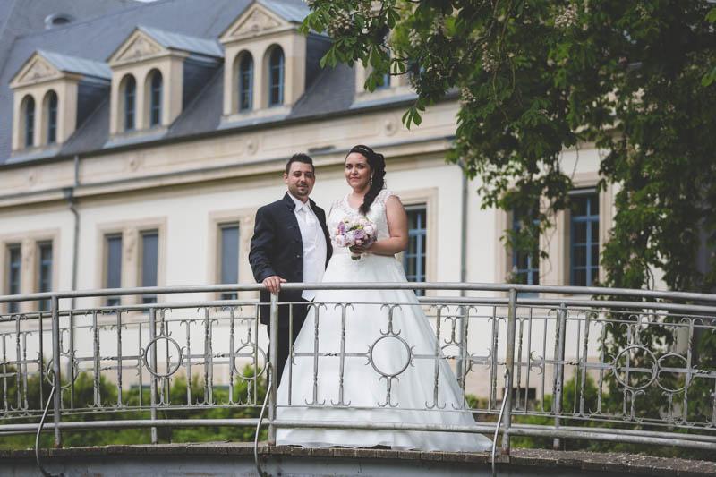 les mariés sur un petit pont à mondorf-les-bains