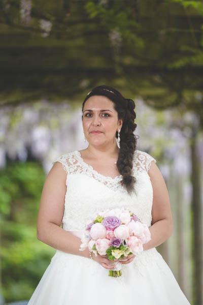 portrait de la mariée et son bouquet