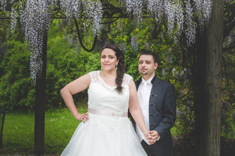 pose des mariés dans le parc de mondorf-les-bains