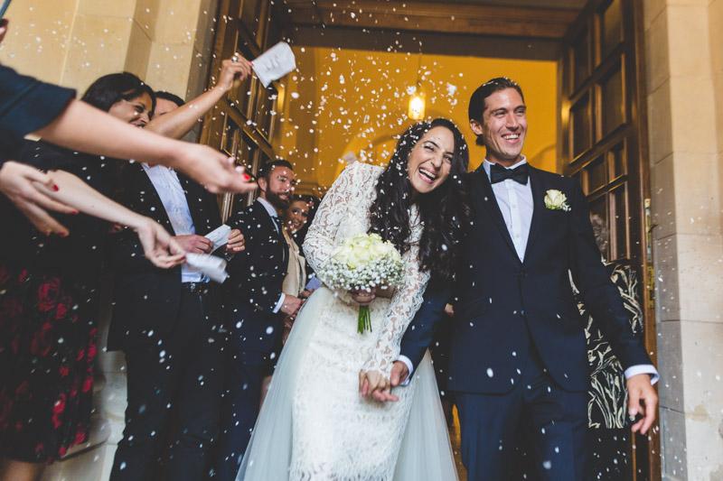lancer de riz sur les mariés sortant de l'église