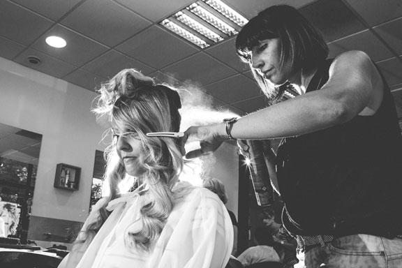la mariée se fait coiffer chez k artist à thionville