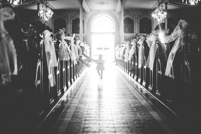 moment drole capté par le photographe lors de la cérémonie de mariage