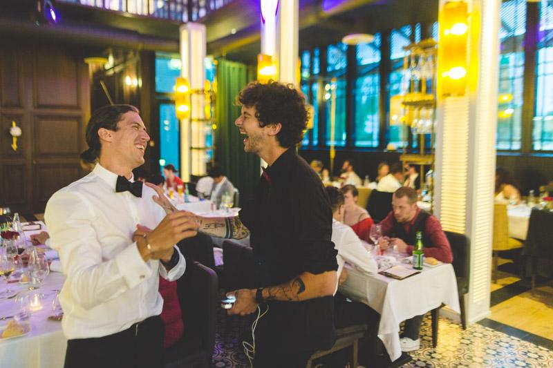 moment de rire et de joie pendant la soiree