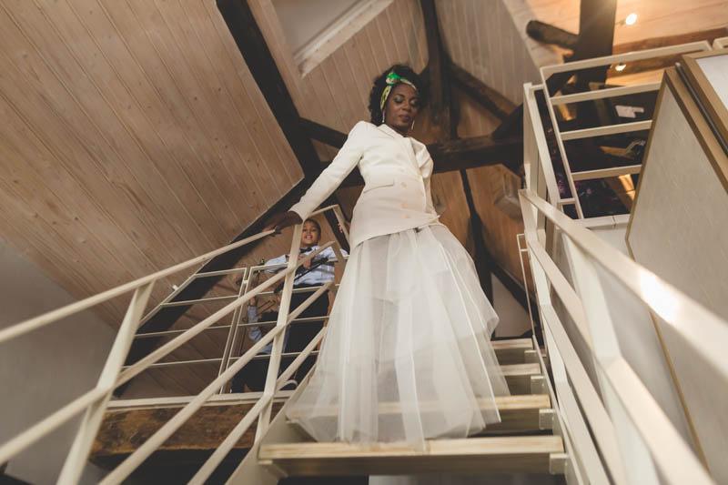 la mariée descendant les escalier de sa suite à l'hotel le place d'Armes au luxembourg