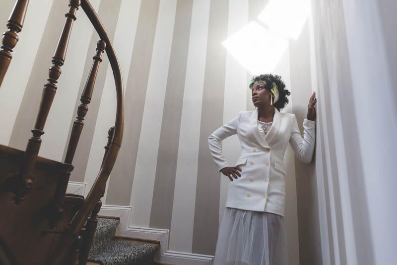 la mariée pose pour le photographe