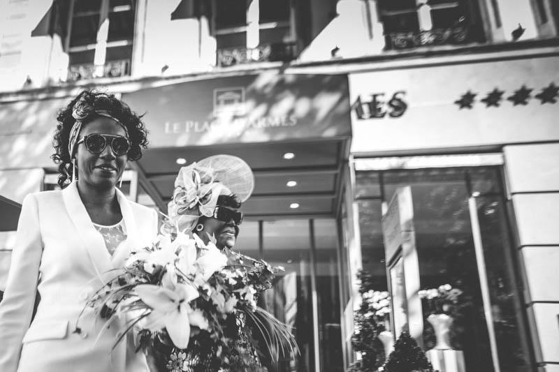 la mariée devant l'hotel le place d'Armes de luxembourg ville