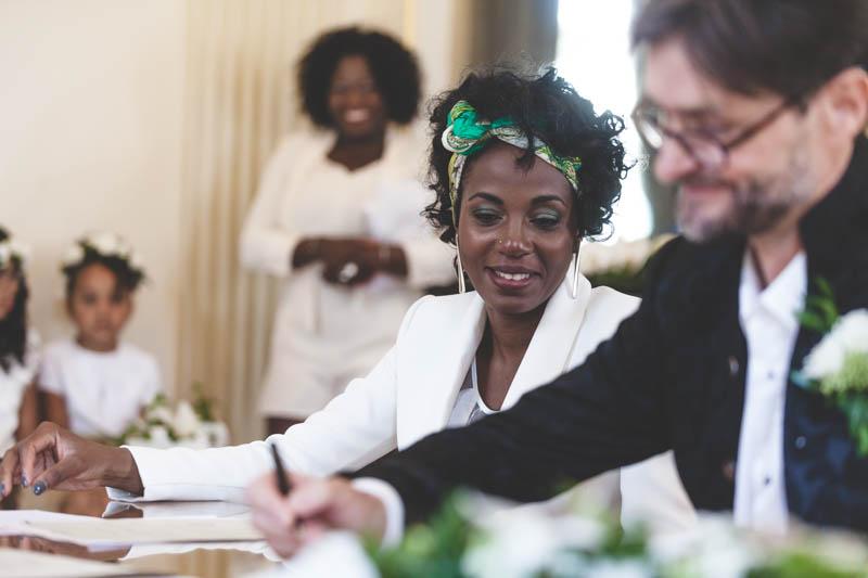 signature du registre par les mariés