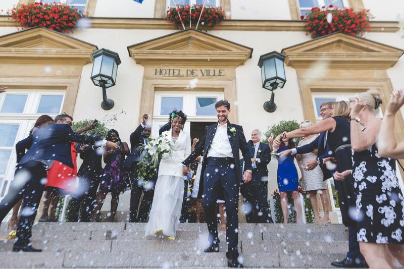 sortie des mariés à l'hotel de ville de luxembourg