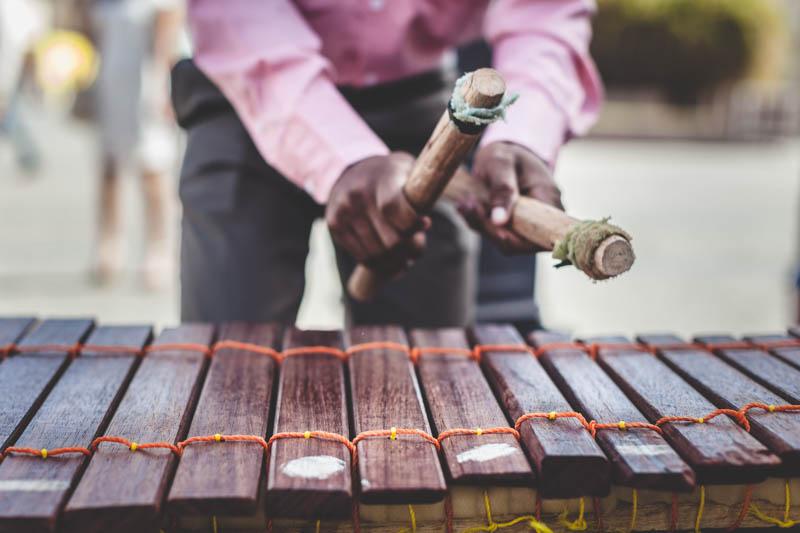joueur de xylophone africain
