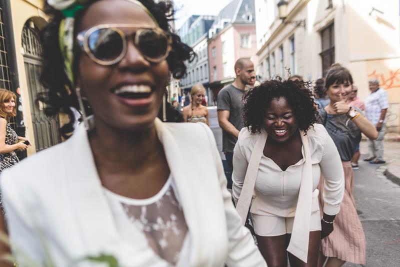 rires bien captés par le photographe du mariage