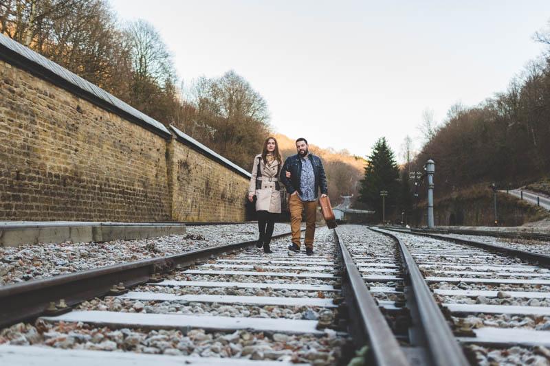 le photographe a choisi un angle original pour photographier ce couple