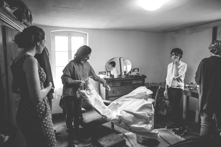 06 début des préparatifs de la mariée