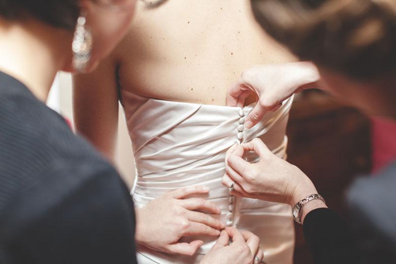 19 fermeture de la robe de la mariée