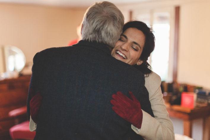22 la mariée serre son père dans ses bras