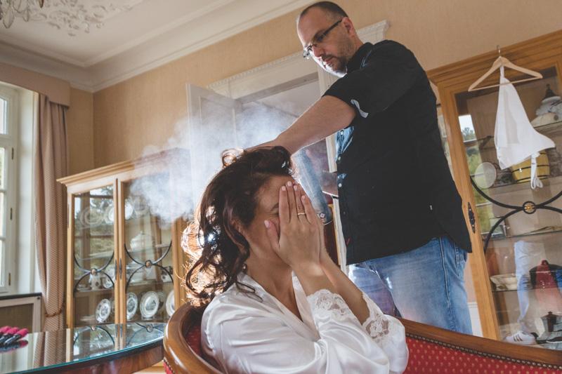 utilisation de spray à cheveux