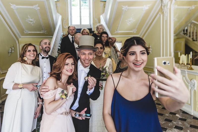 un selfie avec les mariés