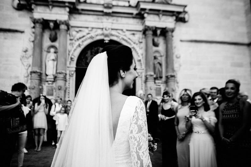 les mariés arrivent à l'église notre dame du luxembourg