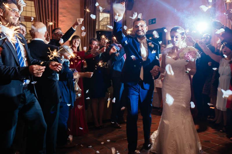 55 on porte des bougies étincelantes pour acceuillir les mariés