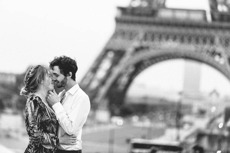 deux amoureux français à Paris