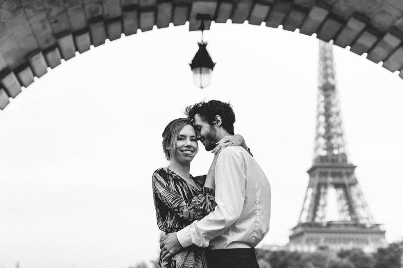 vue sur la tour Eiffel depuis le pont de Bir Hakeim