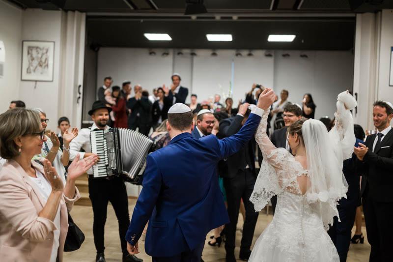 entrée des mariés dans la salle des fêtes de la synagogue de luxemgourg
