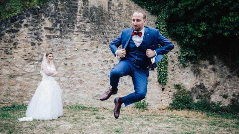 le marié fait le pitre