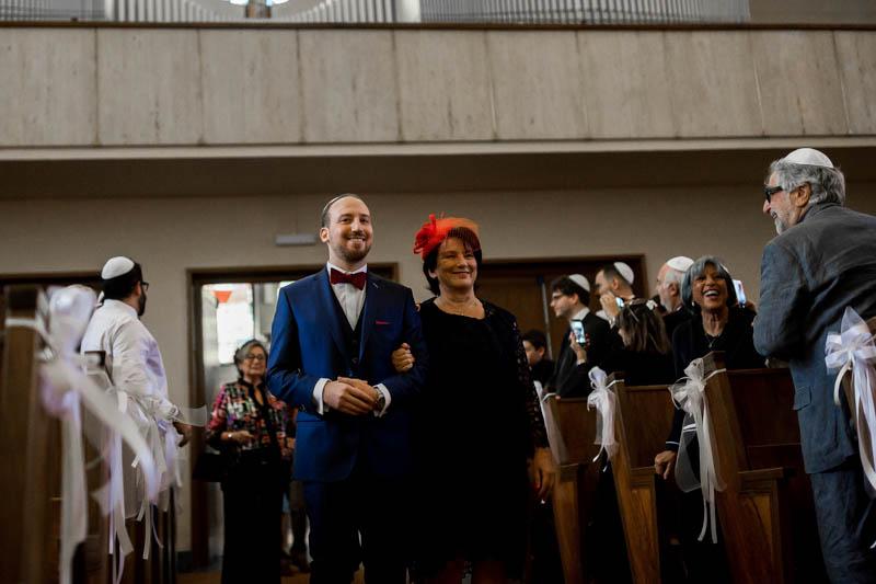 le marié entre dans la synagogue de luxembourg