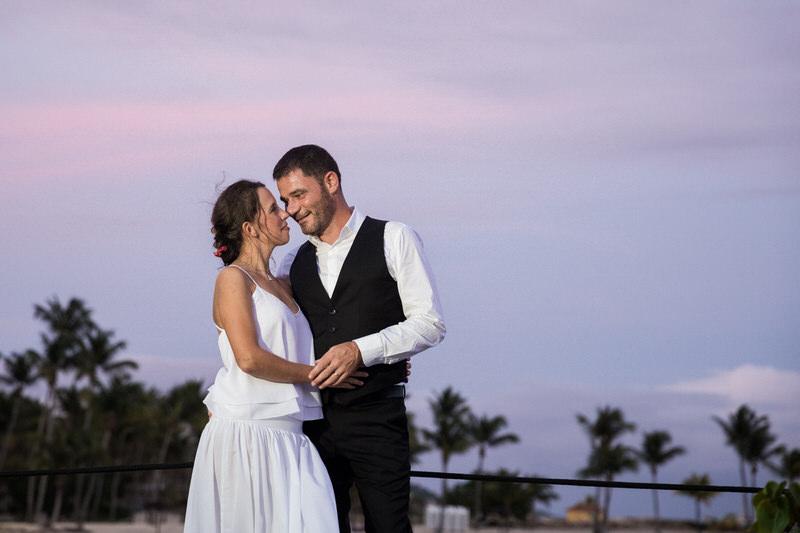 les mariés au coucher du soleil en guadeloupe