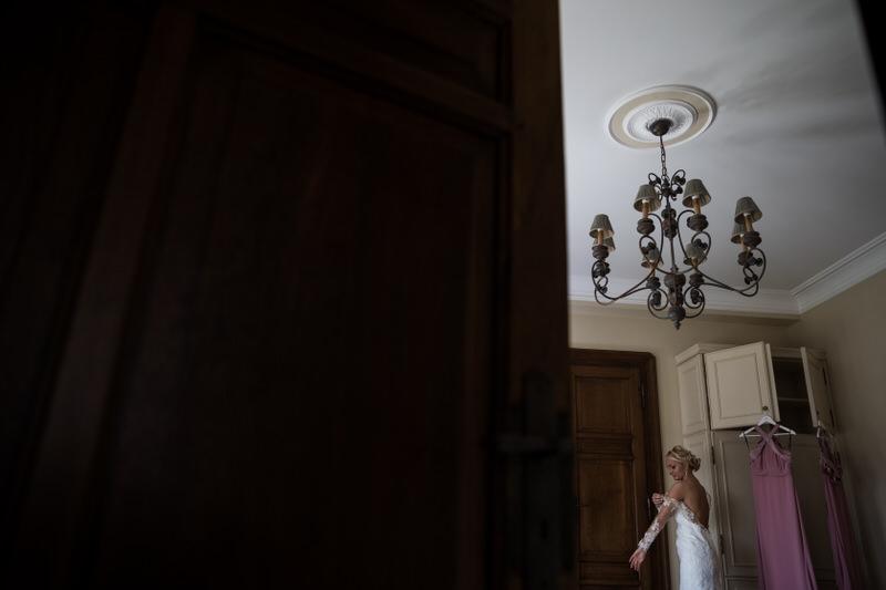 la mariée s'habille au chateau d'Urselt