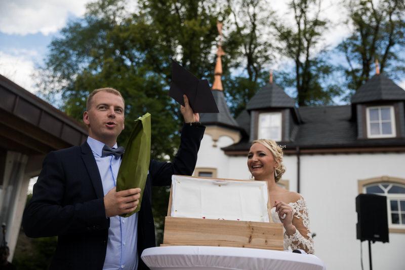 le rituel de la boite pendant une cérémonie symbolique de mariage